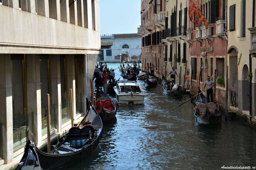 plimbare cu gondola in Venetia