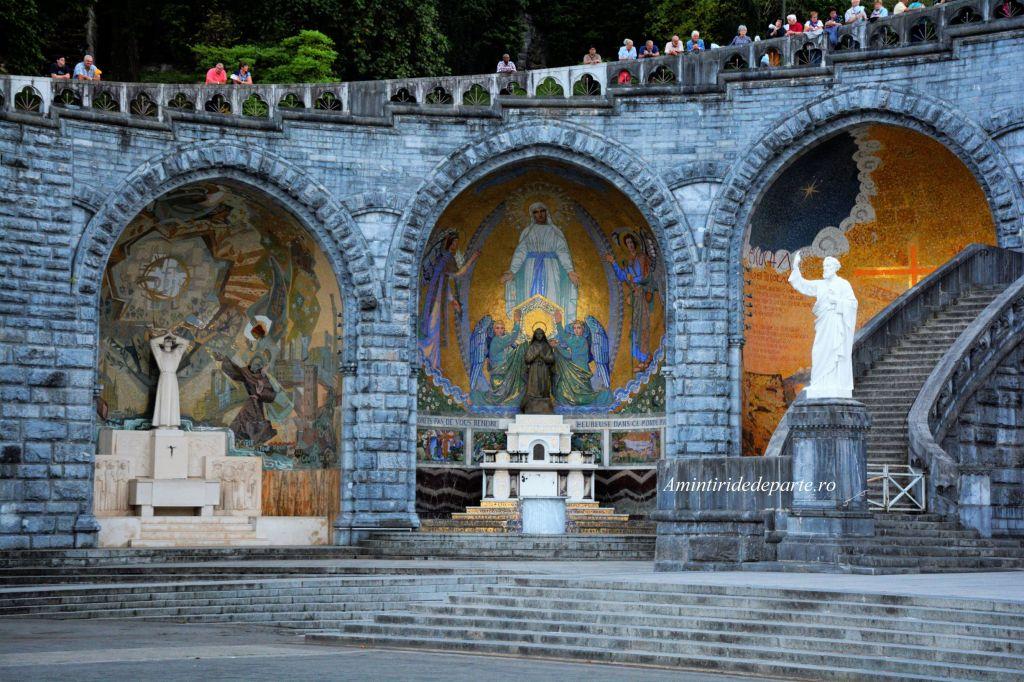 Bazilica Rozaliului, Lourdes