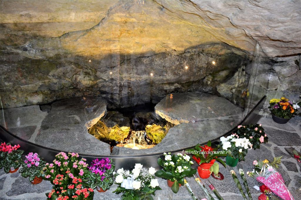 Grota Revelatiilor, Lourdes