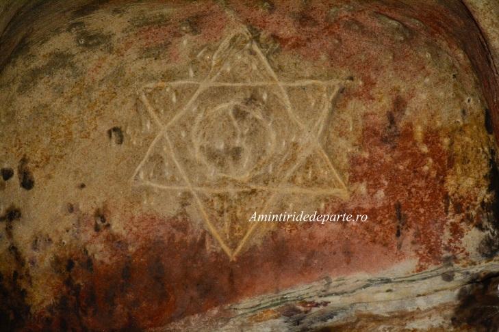 Steaua lui David si semnul Yin si Yang de la Sinca Veche