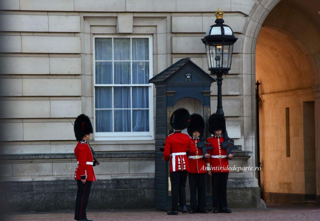 schimbarea garzii la Palatul Buckingham