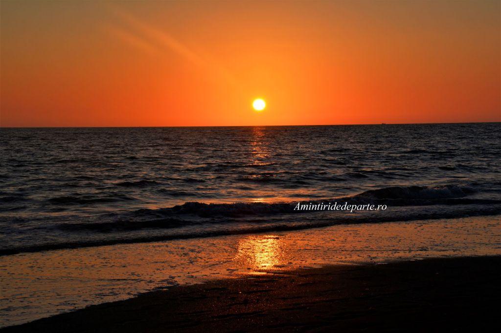 apus de soare pe plaja din Cadiz