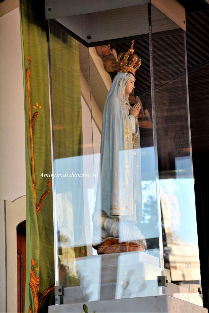 Statuia Fecioarei Maria din Capela Aparitiilor de la Fatima